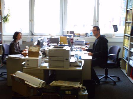 Bettina Lang e Klaus Frick em seu ambiente de trabalho