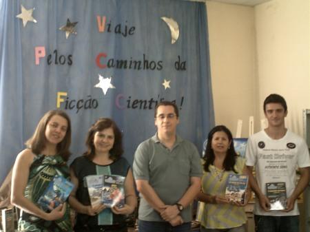 Gislene e Zoé (bibliotecárias), César Maciel (editor-assistente da SSPG), Heloísa (bibliotecária) e Welder (auxiliar da biblioteca)