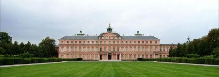 800px-Rastatter_Schloss_vom_Schlosspark